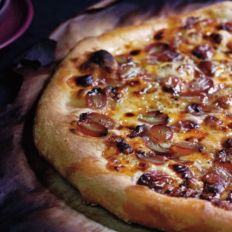LA IMAGEN PUEDE CONTENER COMIDA Y PIZZA