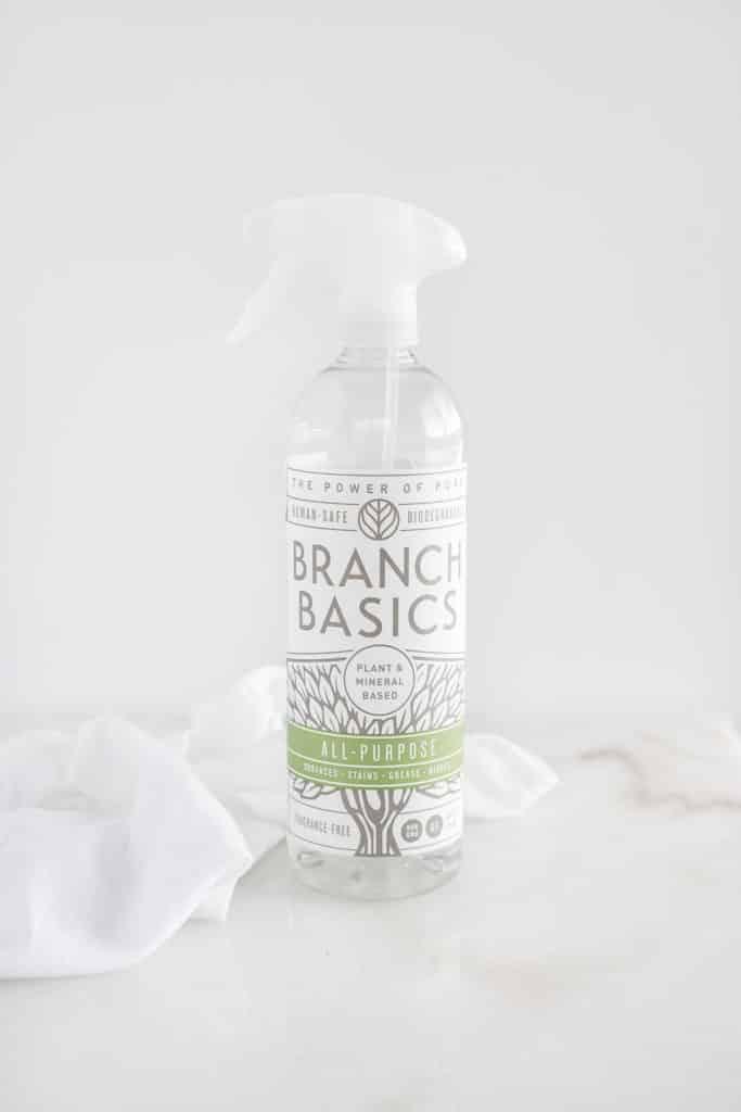 botella de limpiador multiusos branch basics.