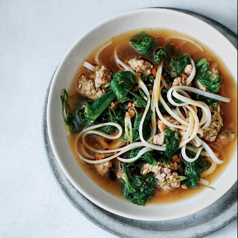 La imagen puede contener tazón de fuente, plato, comida, fideos, pasta y plato de sopa