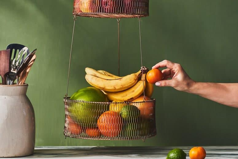 La imagen puede contener: Planta, Humano, Persona, Fruta, Comida, Plátano, Bebida, Leche y Bebida