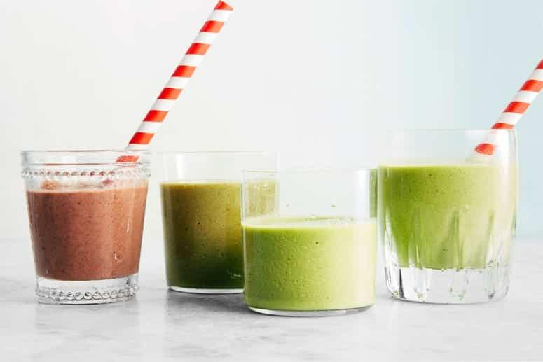 La imagen puede contener: bebida, jugo, bebida, batido, leche y planta