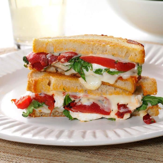 Sándwiches de queso de cabra asado y rúcula