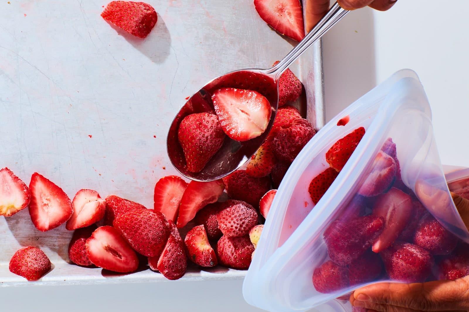 La imagen puede contener frutas y plantas de fresa