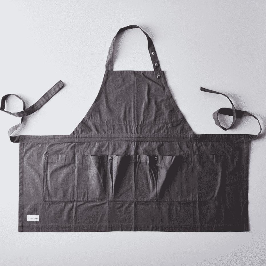 La imagen puede contener: bolso, accesorios, accesorio, bolso y delantal