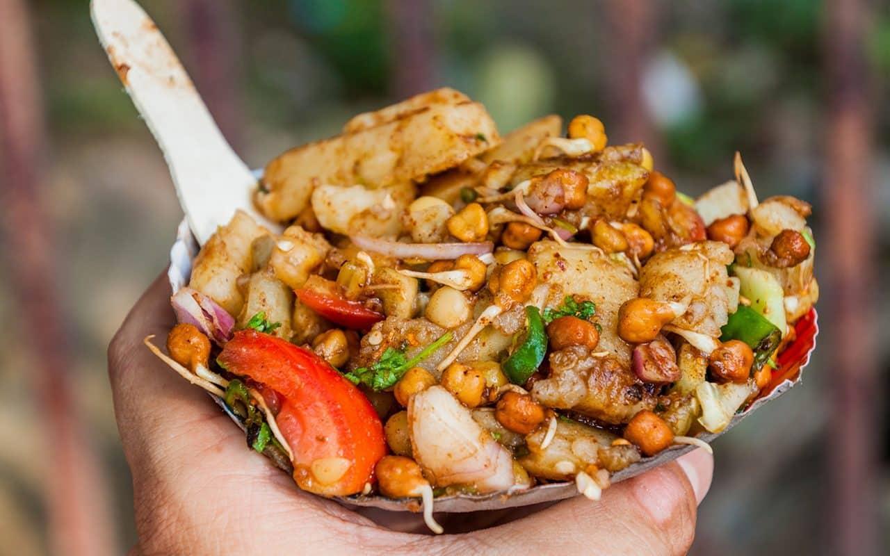 Aloo Chana Chaat - comida callejera en Kolkata, India