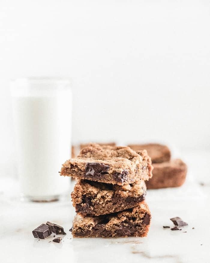 CHOCOLATE CHUNK BLONDIES 6 BLONDIES CON TROZOS DE CHOCOLATE (GALLETAS DE BARRA)