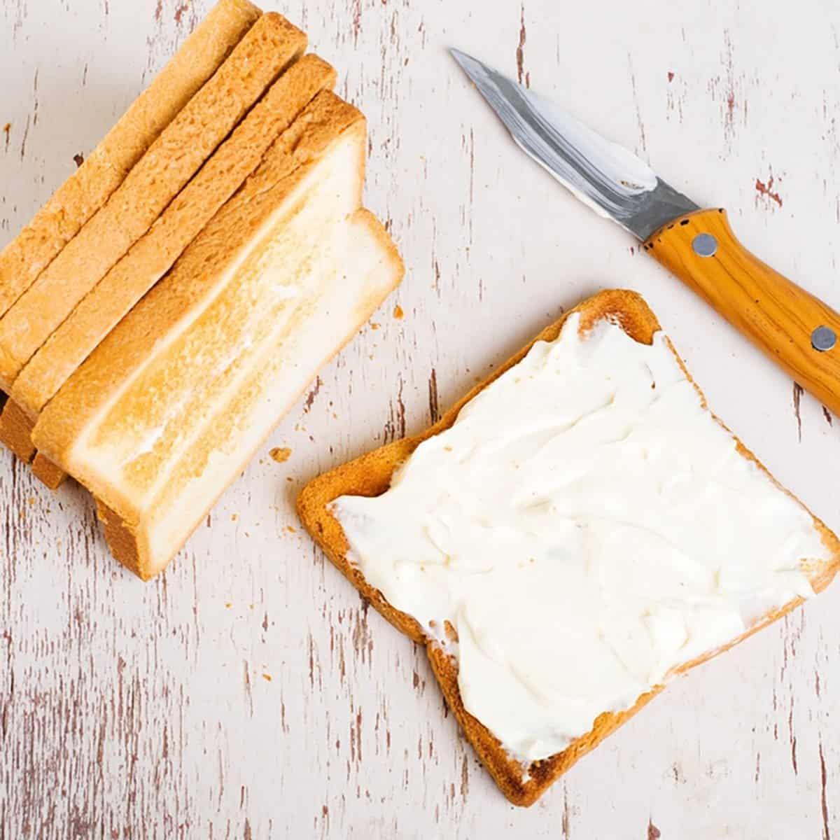 tostadas frescas con queso crema
