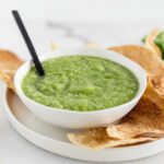 Hatch salsa verde de chile.