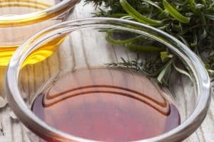 RED WINE VINAIGRETTE RECETA DE VINAGRETA DE VINO TINTO | EPICURIOUS.COM