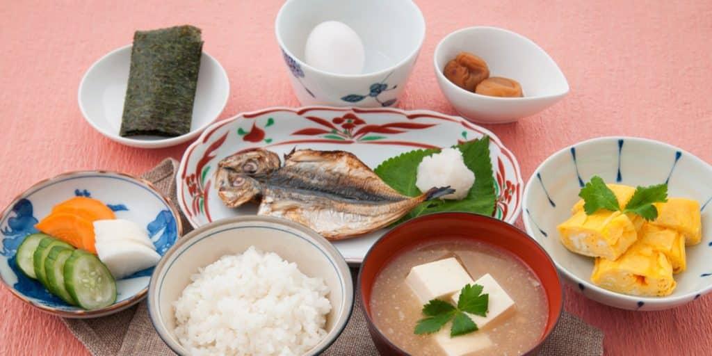 TRADITIONAL JAPANESE BREAKFAST RECETA DE DESAYUNO TRADICIONAL JAPONESA | EPICURIOUS.COM