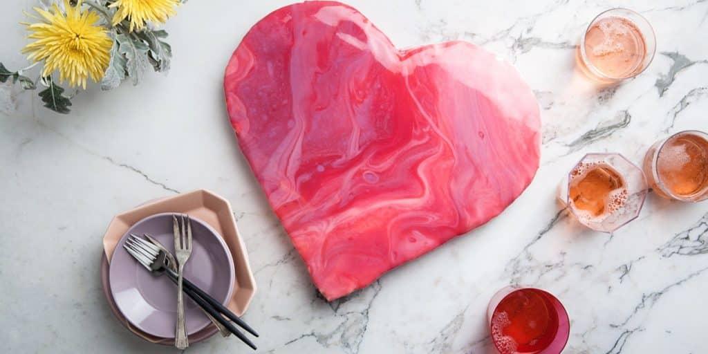 VALENTINTES DAY GLASS CAKE 01022017 RECETA DE GLASEADO DE PASTEL DE ESPEJO   EPICURIOUS.COM